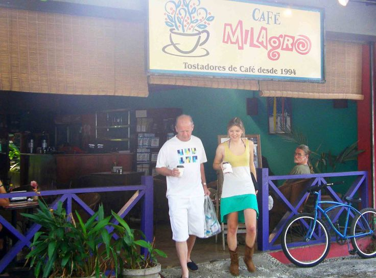 Cafe Milagro, Costa Rica coffee shop | chasing pineapples food travel